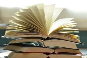 books-1082942_640